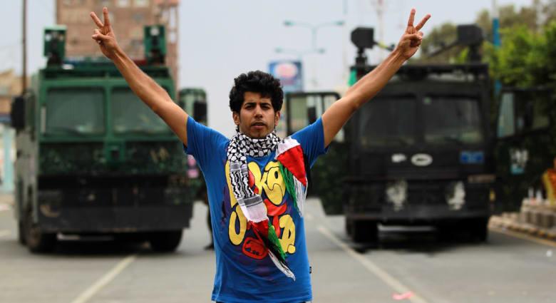 الحوثيون يدعون إلى منع السيارات الحكومية من الدخول والخروج عبر منافذ العاصمة