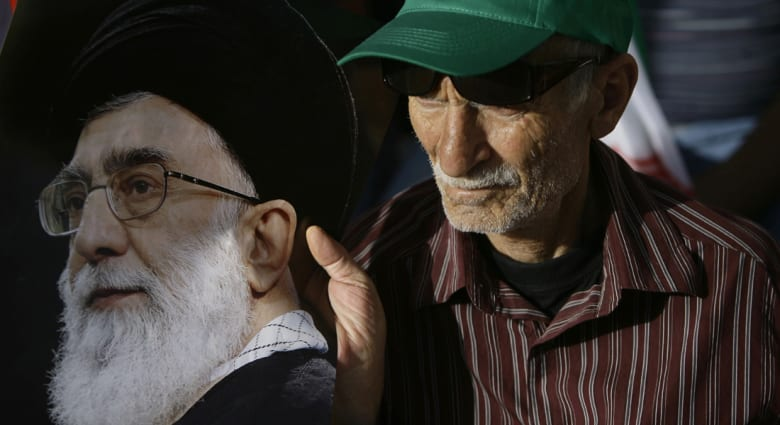 خامنئي يجري عملية ناجحة في البروستاتا.. ويحض الإيرانيين على الدعاء