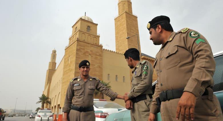 """السجن لـ5 سعوديين اتبعوا كويتياً ادعى أنه """"رسول الله المهدي السفاح"""""""