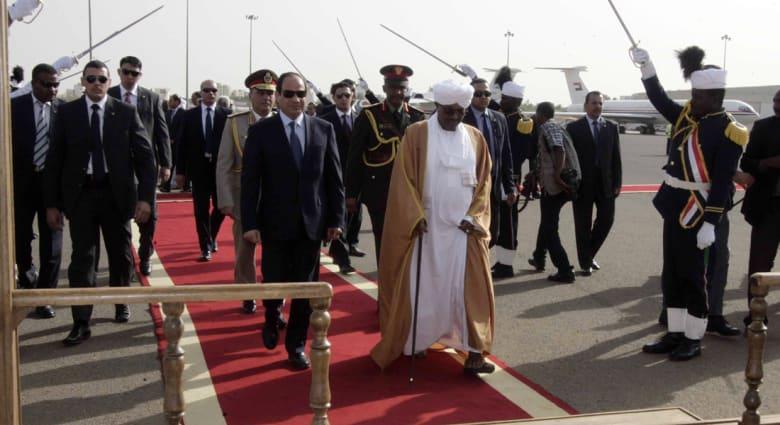 """القاهرة تنتقد طرحها إعلامياً: الأراضي المصرية لا تقبل التجزئة و""""حلايب"""" قضية محسومة"""