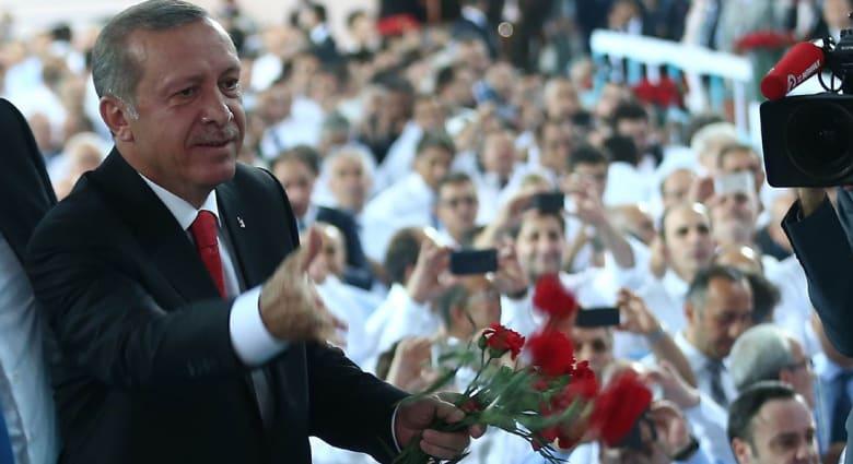 """تركيا: """"بنك آسيا"""" يرد على حملة """"تخويف العملاء"""" وأردوغان يحذر """"فيتش"""" و""""موديز"""" من مغبة السياسة"""