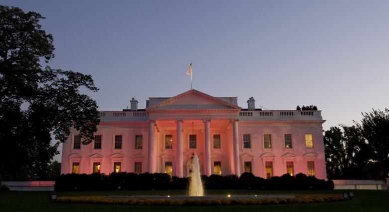 """إخلاء عاجل للبيت الأبيض بعد تسلل شخص يدعى """"عمر"""" إلى أعتابه"""