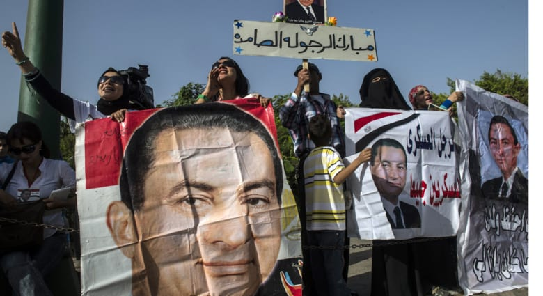 """160000 ورقة في قضية """"قتل المتظاهرين"""" أدت لإرجاء النطق بالحكم على مبارك"""