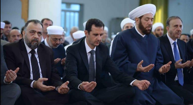 بشار الأسد يؤدي صلاة العيد بقلب دمشق وسط التوترات التي تشهدها العاصمة