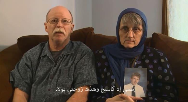 بالفيديو.. عائلة الأمريكي كاسيغ المحتجز لدى داعش توجه رسالة مصورة للتنظيم
