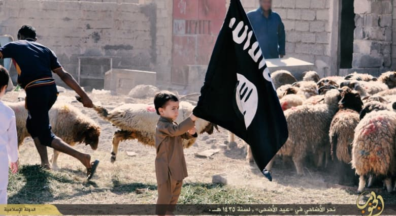 """صحف العالم: تغطية إيران لتشييع مطلوب سعودي في القطيف.. وبيع """"سبايا"""" داعش"""