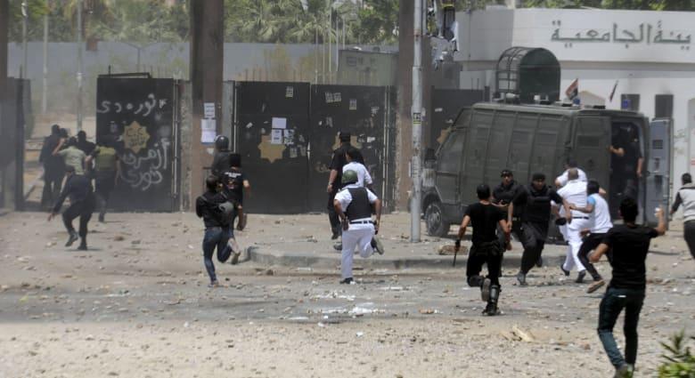 """كيف تتصدى حكومة مصر لاحتجاجات """"طلاب الإخوان"""" بالجامعات؟.. بالقوة عادةً وبالخطاب الديني أحياناً"""