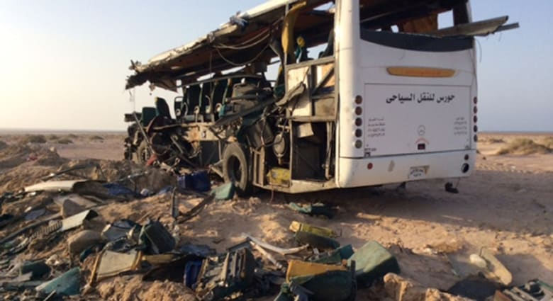 """تعددت الأسباب.. مصرع 26 وإصابة 18 في """"كارثة سير"""" جديدة بصعيد مصر"""