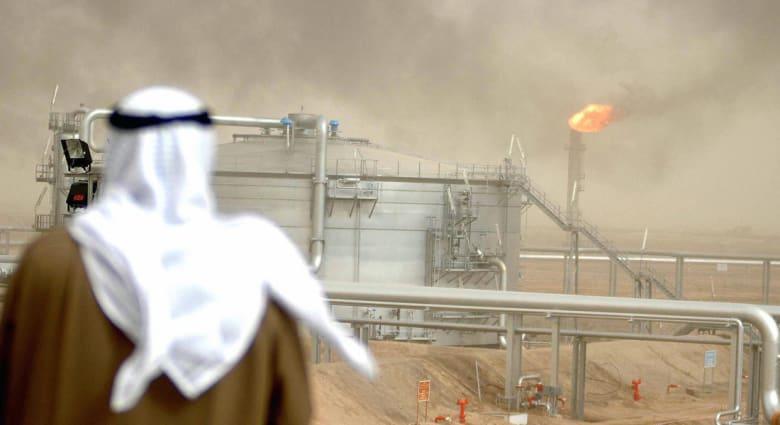 الإعلام الكويتي يحمل السعودية مسؤولية توقف حقل نفطي مشترك وتساؤلات حول الخسائر الاقتصادية