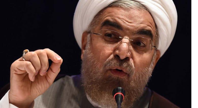 """روحاني للعبادي: قصف التحالف لمناطق الإرهابيين يصب في مصلحة """"داعش"""""""