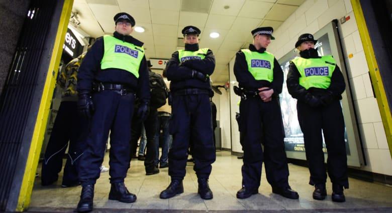 بريطانيا: اعتقال شاب للاشتباه بتوجهه لموقع يستخدم لتدريب الإرهابيين
