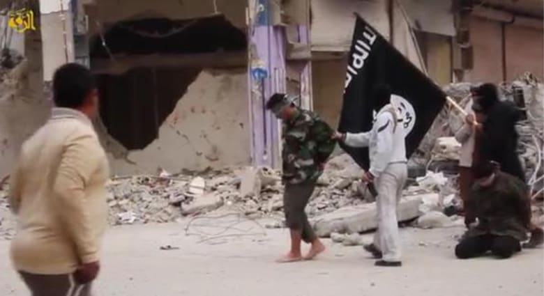 """معارضون سوريون: داعش تقتل شابين رجما بتهمة المثلية الجنسية و""""النصرة"""" تقتل """"شاتم الرسول"""""""