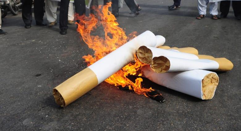 حكم بتعويض أرملة 23 مليار دولار يهبط بأسهم شركات التبغ والتدخين