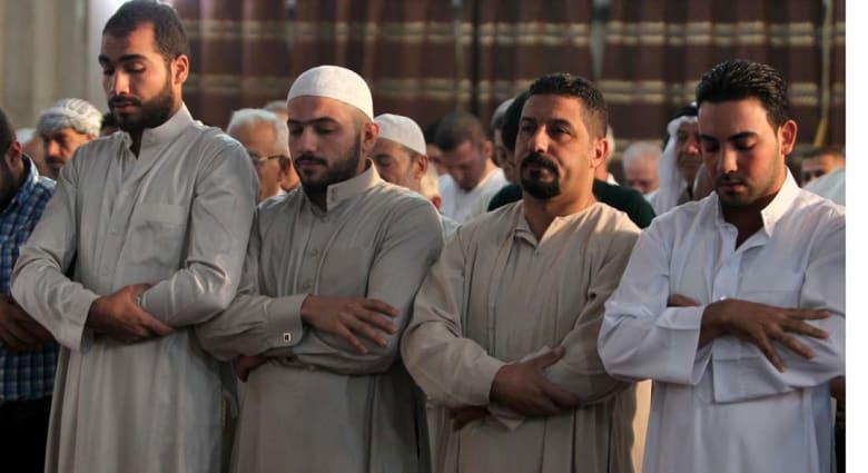"""العراق.. 65 قتيلاً بهجوم على مسجد للسنة و30 من """"داعش"""" بغارات جوية"""