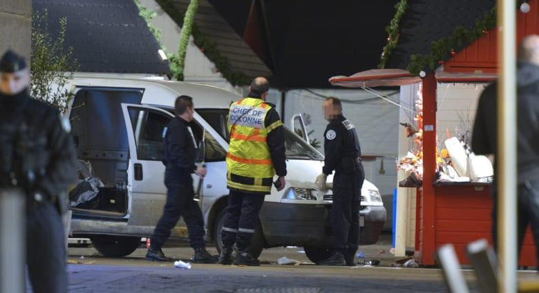 برلماني فرنسي: جرحى بعد قيام سائق حافلة صغيرة بدهس مشاة بشكل إجرامي