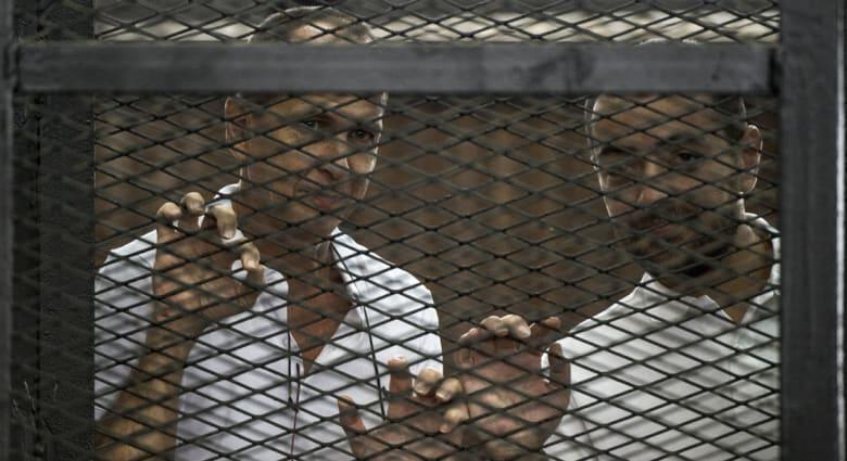 محكمة مصرية تقضي بعقوبة السجن على صحفيي الجزيرة