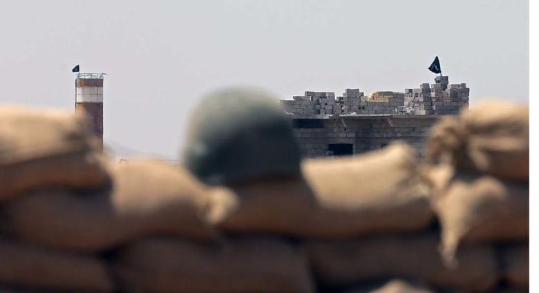"""العراق .. 76 قتيلا في غارة على مبنى يعتقد أن """"داعش"""" تحتجز فيه المعارضين"""