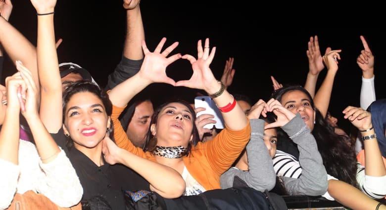 محمد منير حزين في دبي وعجرم متألقة