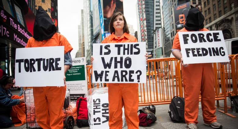 محكمة أمريكية تعيد تغذية سجين سوري قسريا بغوانتانامو