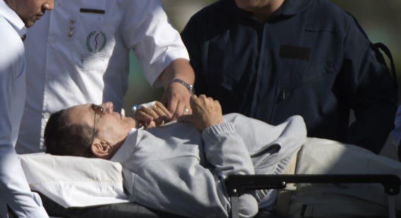 مصر.. إصابة مبارك بكسر في القدم إثر سقوطه بمستشفى المعادي