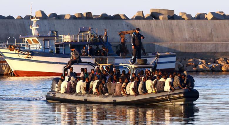 إيطاليا: إنقاذ قارب يحمل 450 مهاجرا في البحر المتوسط