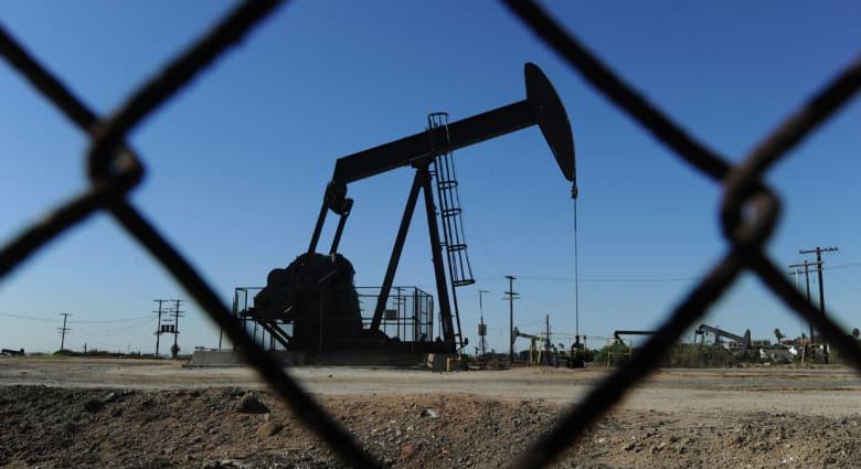بتداولات الاثنين.. برميل النفط يهبط دون الـ50 دولارا لأول مرة منذ 2009 والسعودية تقود الدول المنتجة للمحافظة على معدل الانتاج
