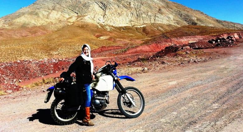 ايران..بعيني امرأة تقود دراجة نارية
