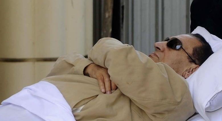 """قبول الطعن المقدم من مبارك ونجليه بقضية """"قصور الرئاسة"""" ومحاميه يؤكد: سيخرج من السجن بانتهاء مدة حبسه"""