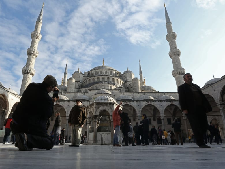خطط أردوغان لتعزيز المصرفية الإسلامية بتركيا تتوسع.. والبنك الإسلامي الوحيد بنيجيريا متفائل