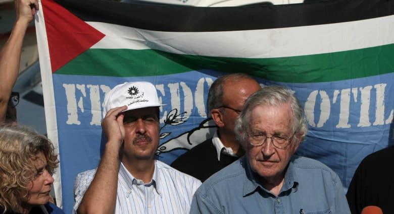 نعوم تشومسكي يكتب لـCNN عن العلاقة بين صحفيي شارلي إيبدو وتلفزيون ميلوشيفيتش ومراسلي غزة ومستشفى الفلوجة