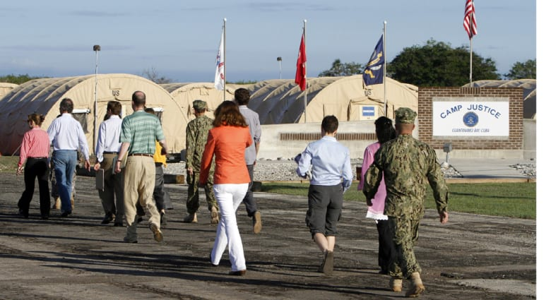 إعفاء قائد البحرية في غوانتانامو بسبب التحقيق بعلاقة مشبوهة