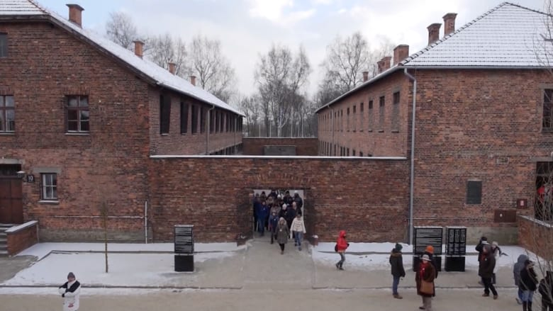 """أرقام وحقائق فظيعة من داخل معسكر الاعتقال النازي """"أوشفيتز"""""""