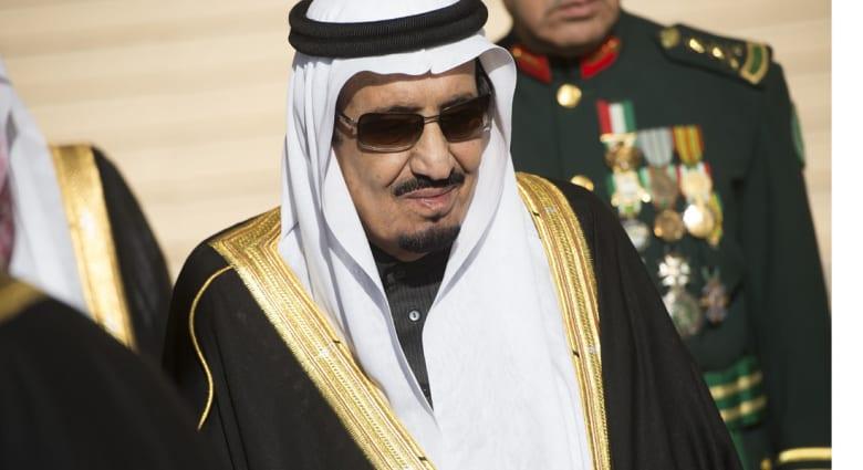 سلمان يقيل مشعل وتركي من إمارتي مكة والرياض ويعيد تشكيل الحكومة والمؤسسات ويكافئ السعوديين بـ30 مليار دولار