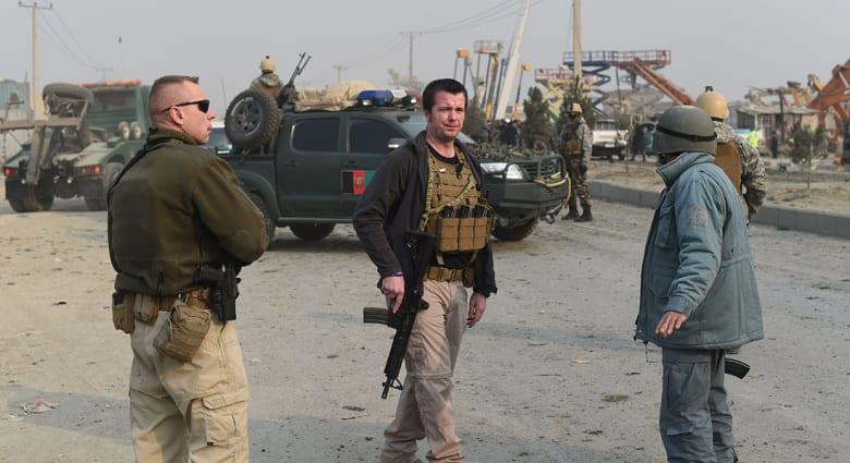 """طالبان تتبنى مقتل 3 متعاقدين أمريكيين بـ""""هجوم من الداخل"""" بمطار كابول"""