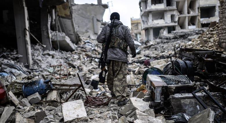 """لماذا انسحب """"داعش"""" من كوباني؟ .. مقاتلان من التنظيم يتحدثان عن تأثير الغارات"""