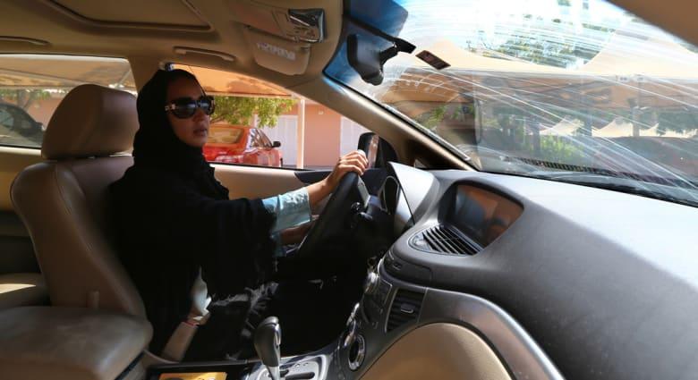 """ضجة على تويتر حول """"منع"""" المرأة السعودية من قيادة السيارة في سويسرا"""
