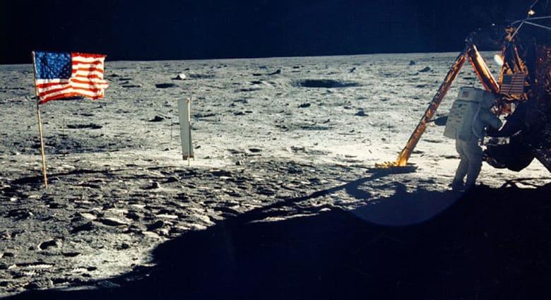 """أرملة نيل أرمسترونغ تعثر على تحف من رحلة  """"أبوللو 11"""" إلى القمر"""