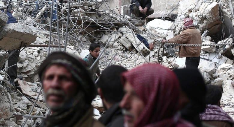 غضب على تويتر لما يجري في دوما.. والقرني يغرد: لماذا الطائرات العربية لا تخطئ وتقصف عصابات الأسد؟