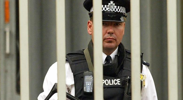 بريطانيا: اعتقال سيدتين من ويلز للاشتباه بضلوعهما بجرائم إرهابية