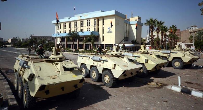 """مصر.. قتلى وجرحى في هجوم شنه """"مجهولون"""" على دورية أمنية بالسويس"""