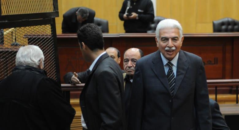 """مصر.. تبرئة رئيس الوزراء ووزير الداخلية بنظام مبارك بقضية """"اللوحات المعدنية"""""""