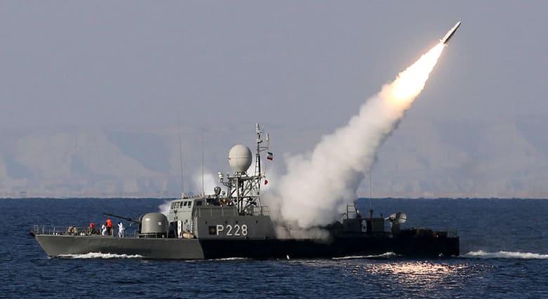"""الحرس الثوري بعد تدمير """"مجسم"""" حاملة طائرات أمريكية: بحر عمان والخليج ومضيق هرمز بقبضتنا"""
