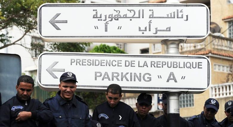 """بوتفليقة يحذر من محاولات """"زعزعة"""" استقرار الجزائر والسقوط في """"فخ الربيع العربي"""""""