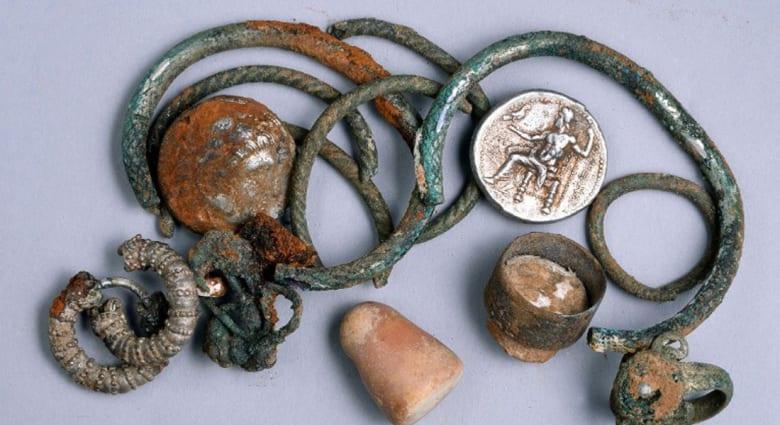 مكتشفو كهوف بإسرائيل يعثرون على كنز يعود إلى حقبة الإسكندر الأكبر