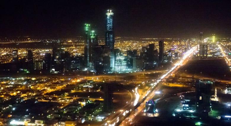 إعفاء وزير الإسكان السعودي يشغل تويتر: لم يقدم شيئا منذ قدومه.. خطوة أولى على الطريق الصحيح