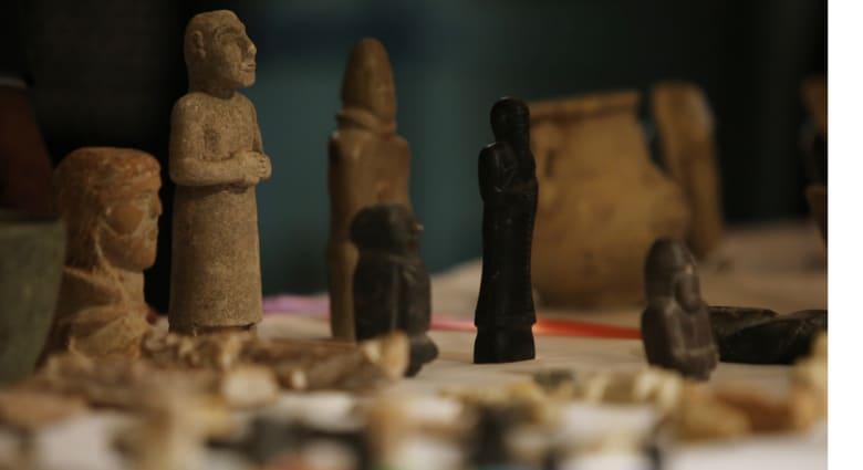 """الخارجية الأمريكية تعيد 60 قطعة أثرية إلى العراق بعد تدمير """"داعش"""" للمواقع التاريخية"""