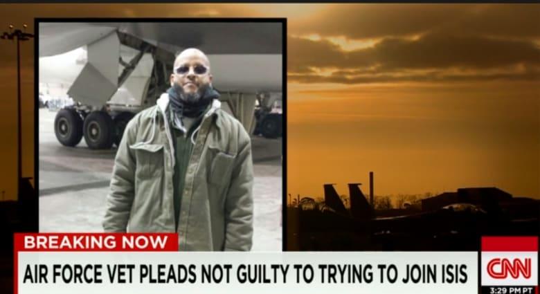 عنصر الطيران الأمريكي الموقوف لمحاولته الانضمام لداعش برسالة لزوجته المصرية: أنا سيف للدفاع عن دولة الإسلام