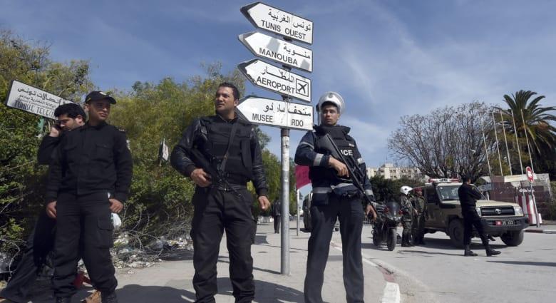 """هجوم تونس.. القرضاوي: لا يجوز الاعتداء على المستأمنين.. ومؤيدون لداعش يرحبون: سترسخ لدى الأمة """"سياحة النفير"""""""