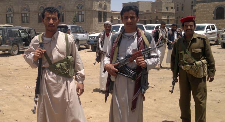مسؤول يمني: سلاح الجو الذي يقوده الحوثيون أغار على القصر الرئاسي بعدن