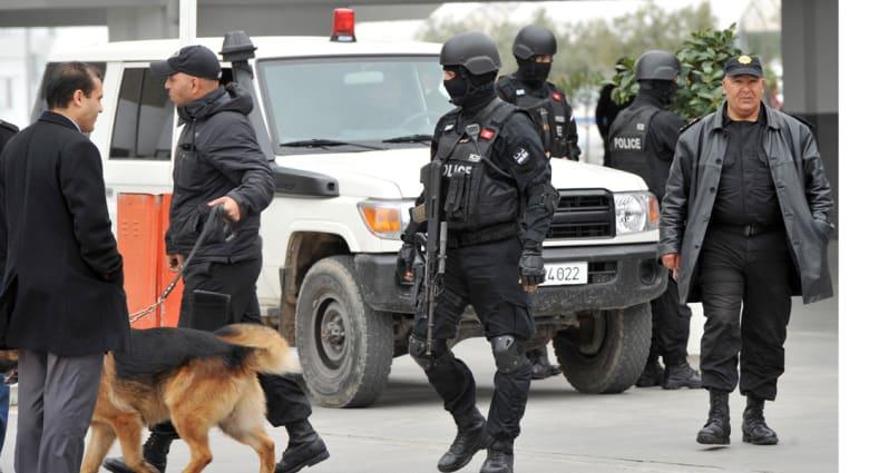 """تونس.. هجوم """"داعش"""" يطيح بقيادات أمنية في منتصف الليل.. وسجن أحد حراس متحف باردو"""